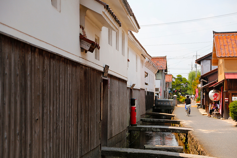 Red Tile / White Wall Storehouses