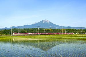 #6 Mt. Daisen and express train Yakumo