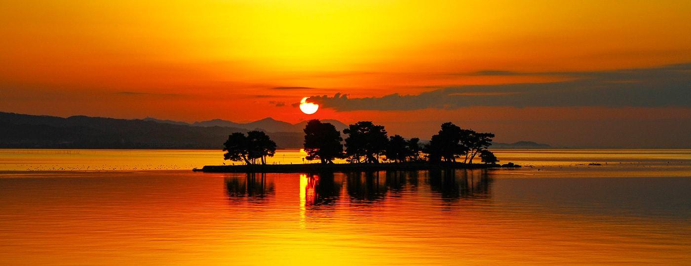 Les Coucher de soleil sur le lac Shinji