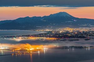 (6) 黄昏の大山と街の灯り